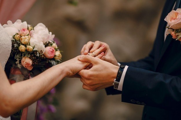 Pros and Cons of Choosing a Personal Loan for Wedding Expenses
